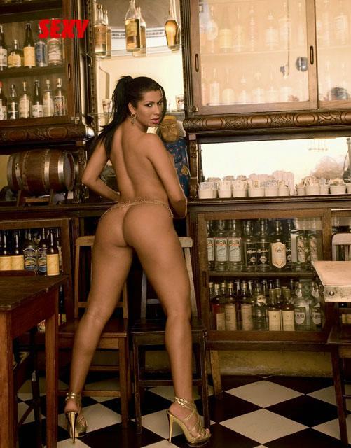 Mulher morango pelada na revista sexy